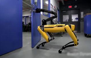 Robot-ouvre-portes-nouvelle-invention-boston-dynamics-rewind